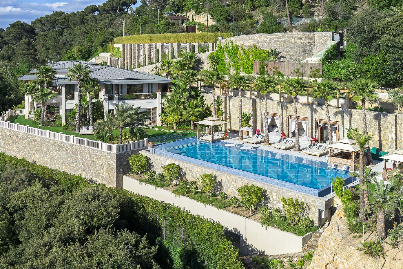 Luxury Villa with Swimming Pool in Mountain