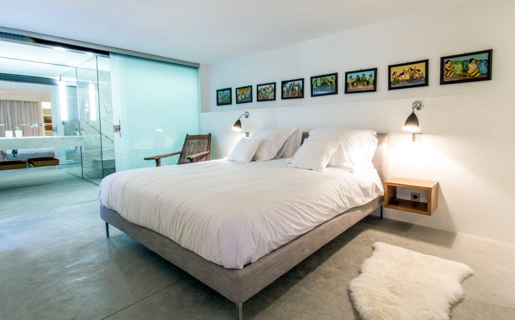 Large Bedroom with En Suite