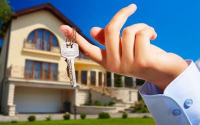 Keyring for Large Mansion in Background